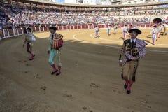 Toréador espagnol Curro Diaz, La Puebla de Manuel Jesus El Cid et de Morante De au paseillo ou au défilé initial à Ubeda Image stock