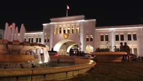 Tor Bab-Al-Bahrains Souk nachts, Manama - Zeitspanne stock video footage