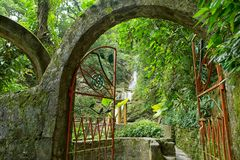 Tor bei Las Pozas alias Edward James Gardens in Mexiko lizenzfreie stockfotografie