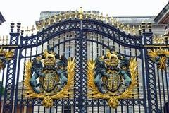 Tor am Buckingham Palace. Stockfoto