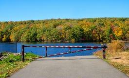 Tor, das Zufahrt zum Reservoir verhindert Lizenzfreie Stockbilder