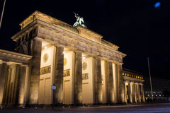 Tor de Brandenburger na noite Imagem de Stock