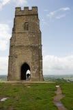 Tor de Glastonbury e igreja do St Michael fotografia de stock royalty free