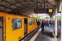 Tor de Schlesisches da estação de metro em Berlim, Alemanha Imagem de Stock