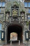Tor der alten Stadt das Gistpoort in Middelburg Lizenzfreie Stockbilder