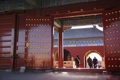 Tor der Verbotenen Stadt zum folgenden Pavillon Stockbilder