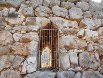 Tor durch Steinwand stockbilder