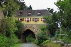 Tor durch Verteidigungswand in Goerlitz stockfoto