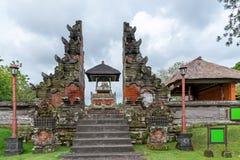 Tor am Hinduismus-Tempel Taman Ayun in Mengwi stockfotos