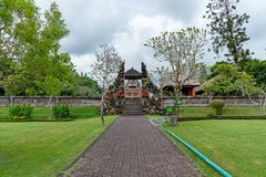 Tor am Hinduismus-Tempel Taman Ayun in Mengwi stockfoto