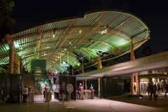 Tor im berühmten im Stadtzentrum gelegenen Disney-Bezirk, Disneyland Resort Stockbild