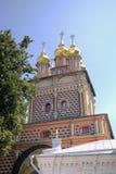Tor-Kirche von Johannes Baptist Holy Trinity St Sergius Lavra lizenzfreie stockfotografie