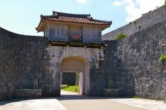Tor an Shuri Schloss Stockfotos