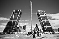 Tor von Europa mit Caja Madrid-Obelisken Lizenzfreie Stockfotografie
