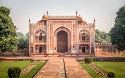 Tor zu Itmad-Ud-Daulah` s Grab - Agra, Indien Lizenzfreie Stockbilder