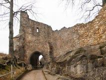 Tor zu zu mittelalterlichem Schloss und Kloster Oybin Lizenzfreies Stockbild