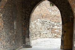 Tor zum Benediktinerkloster - Tyniec, Polen Lizenzfreie Stockfotos