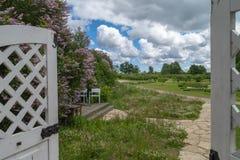 Tor zum Garten Stockbild