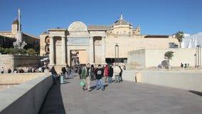 Tor zur alten Stadt von Cordoba, Spanien stock video