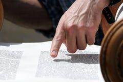 torah för stångmitzvahavläsning Arkivbild