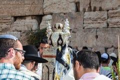 Torah rolka w wspaniałej skrzynce Zdjęcia Royalty Free