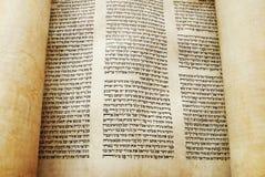 Torah Rolle geöffnet für Messwert Stockbild