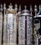 Torah snirklar i synagogan Royaltyfri Fotografi
