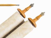 Torah w rolce egzekucja na papierze z drewnianym pointerem obraz royalty free