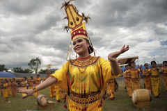 Toraja Tänzer lizenzfreies stockbild
