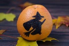 Toranja com uma silhueta pintada de uma bruxa Imagens de Stock Royalty Free