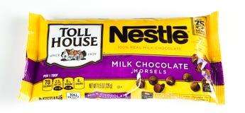 Torba Nestle Dojnej czekolady kęsy fotografia stock
