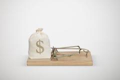 Torba z pieniądze w drewnianym mousetrap Obrazy Stock