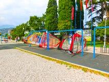 Torbole, Italia - 21 settembre 2014: Spiaggia di polizia del lago con i turisti Fotografia Stock