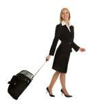 torby bizneswomanów rozochocona podróż Zdjęcie Stock