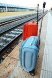 torby blisko estradowej kolei stojaków śladów podróży Obraz Royalty Free