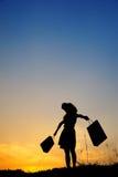 torby relaksują zakupy silhou zmierzchu kobiety Zdjęcia Stock