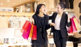 torby target558_1_ zakupy kobiety zdjęcie royalty free
