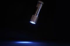 Torche électrique sur l'obscurité Photo stock