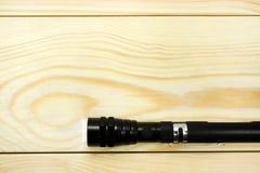 Torche électrique sur une table en bois Photographie stock libre de droits