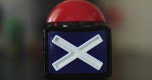 Torchi tipografici manuali femminili il tasto di arresto rosso archivi video