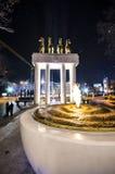 Torcia del fuoco di Skopje, Macedonia e monumento del marmo degli eroi Fotografie Stock Libere da Diritti