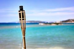 Torcia di bambù tenue sulla spiaggia Immagine Stock Libera da Diritti