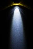 Torcia elettrica del LED sulla superficie di metallo fotografie stock libere da diritti