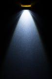 Torcia elettrica del LED sulla superficie di metallo immagini stock libere da diritti