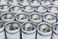 Tordu cent plans rapprochés de billets de banque du dollar Photos libres de droits