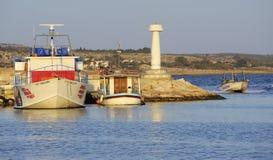 Tore beherbergten und Boote, Agia Napa, Zypern Stockbilder