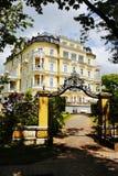 Tore in einem Luxuslandhaus Stockfoto