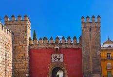 Tore zu den wirklichen Alcazar-Gärten in Sevilla Spanien Stockfotografie