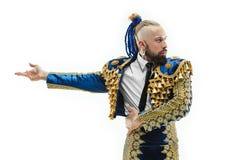 Toreador in blauw en gouden kostuum of typische Spaanse die stierenvechter over wit wordt geïsoleerd stock afbeeldingen