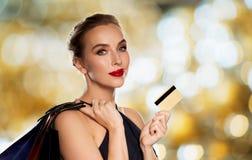 toreb karty kredyta zakupy kobieta Obrazy Royalty Free